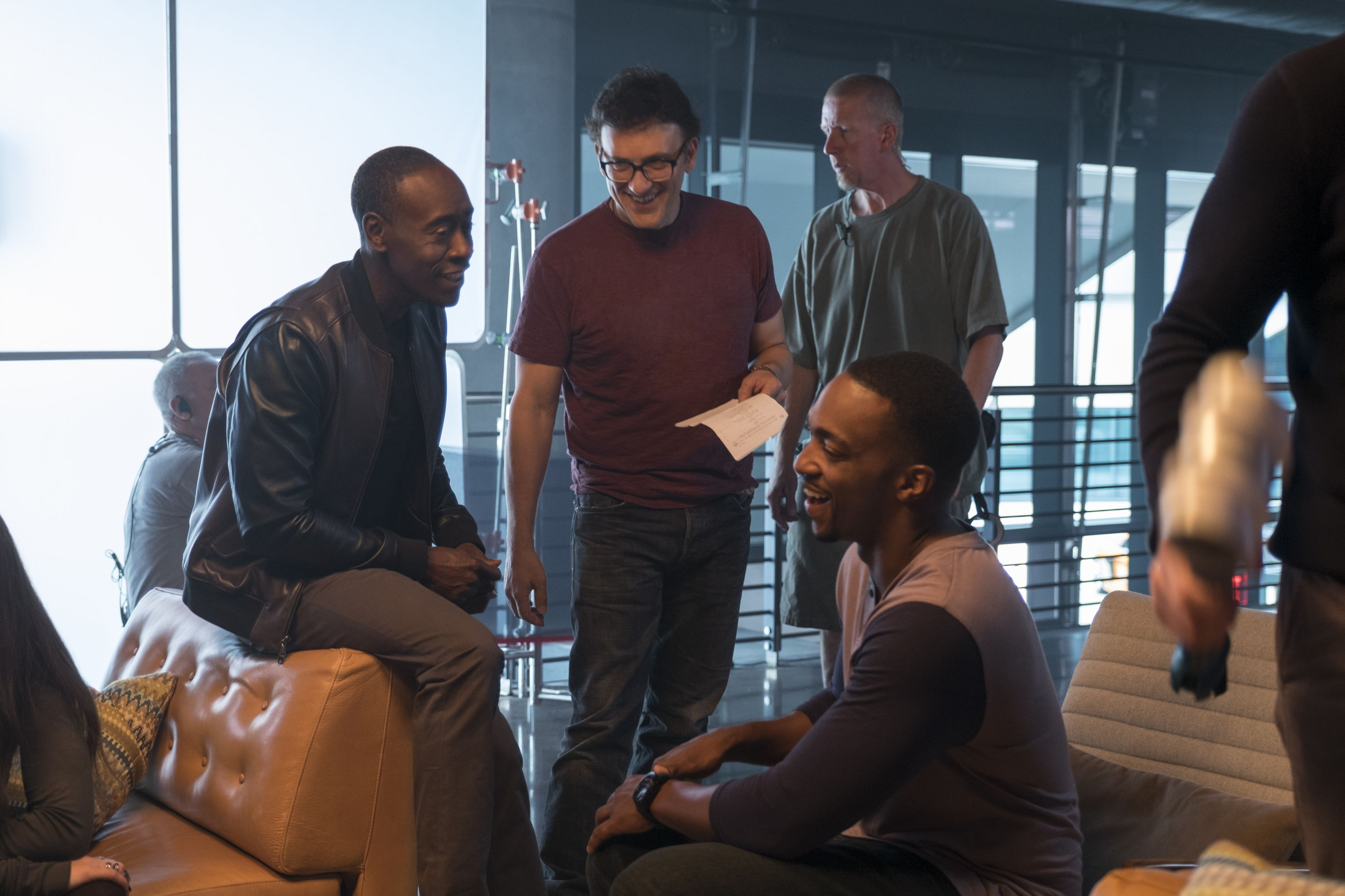 Captain America: Civil War L to R: Don Cheadle (James Rhodes/War Machine), Director Anthony Russo, and Anthony Mackie (Sam Wilson/Falcon) on set. Ph: Zade Rosenthal ©Marvel 2016